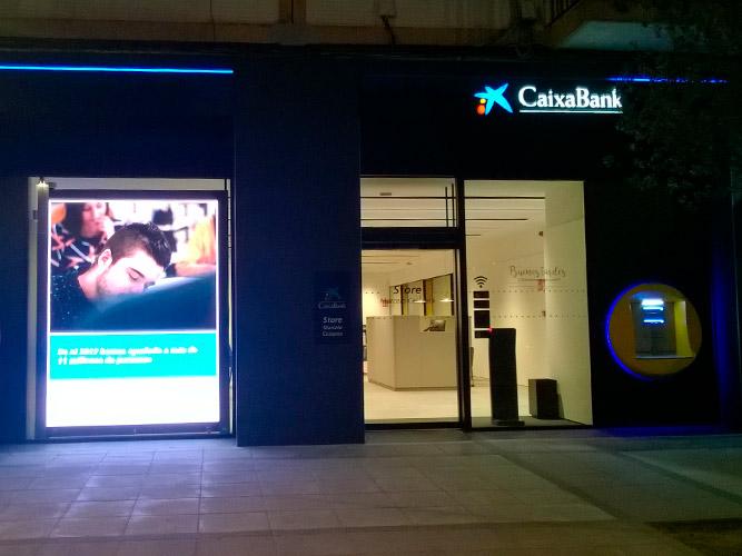 Reforma de oficinas de caixabank ecay construcciones for Oficinas caixabank madrid